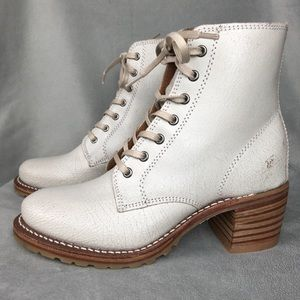Frye Sabrina 6G Off-White Cracked Leather Boots 7
